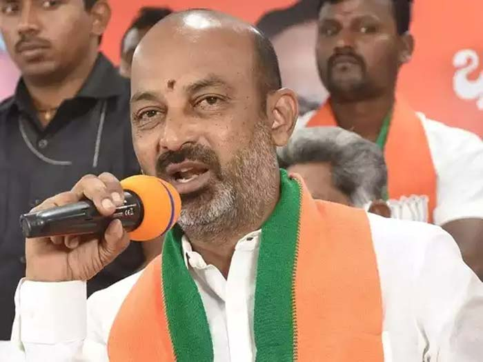 bjp mp bandi sanjay fires on police over suryapet issue
