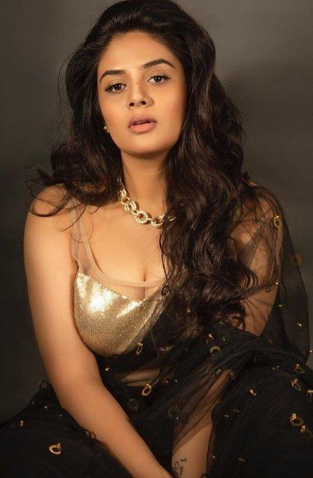 SreeMukhi Gold And Black Saree Pictures