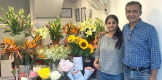 gurugram couple earning 7 lakhs per month by selling flowers