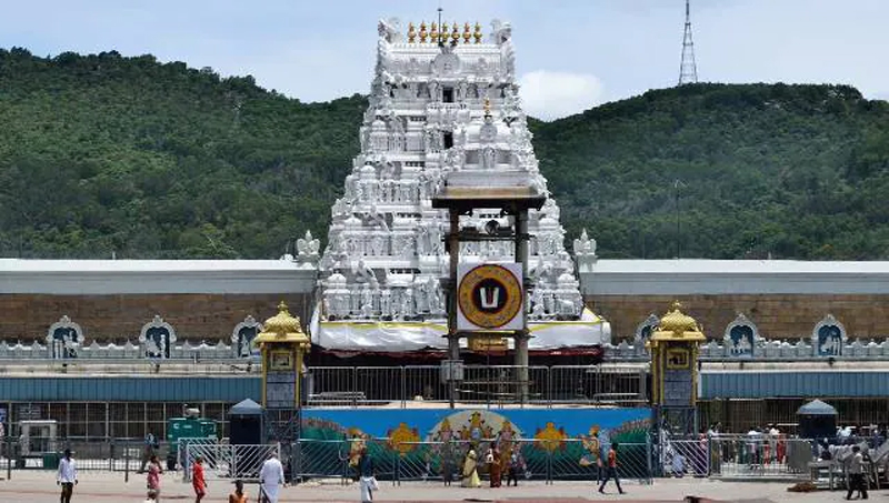 why should we sit in temple after daiva darshan