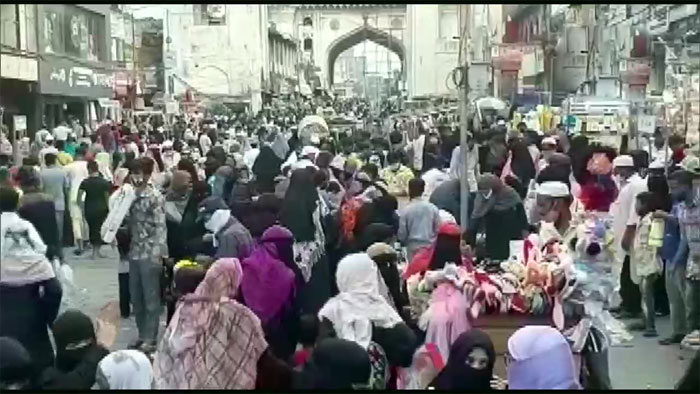 people flouts social distancing rules in old city hyderabad