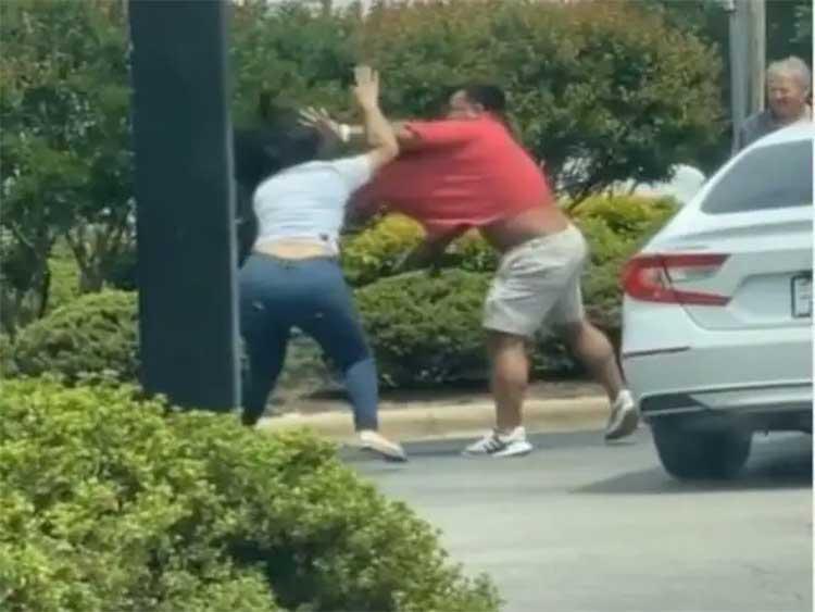man woman fight at petrol station viral video