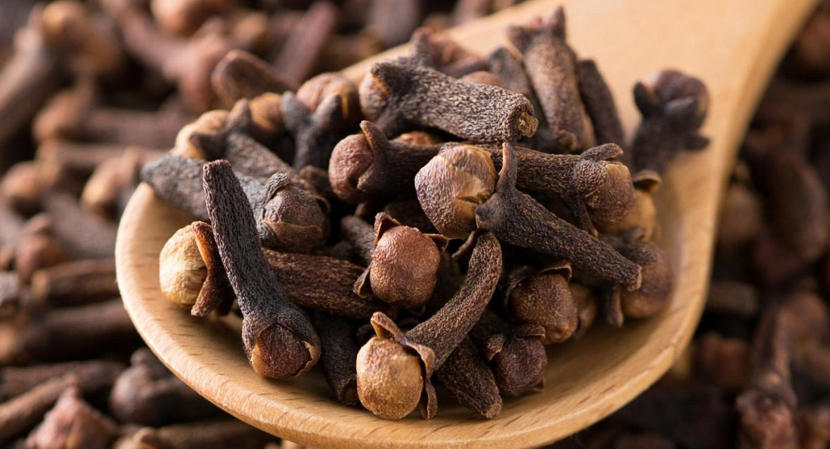 health benefits of eating cloves with warm water