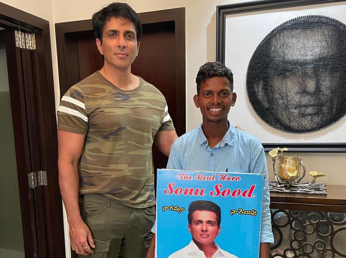 sonu sood fan meets him in mumbai by walking from hyd