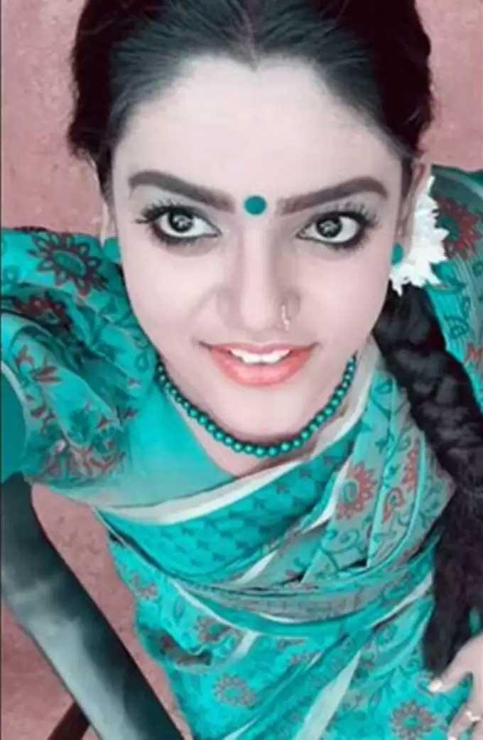 Karthika Deepam premi vishwanath old pics Viral