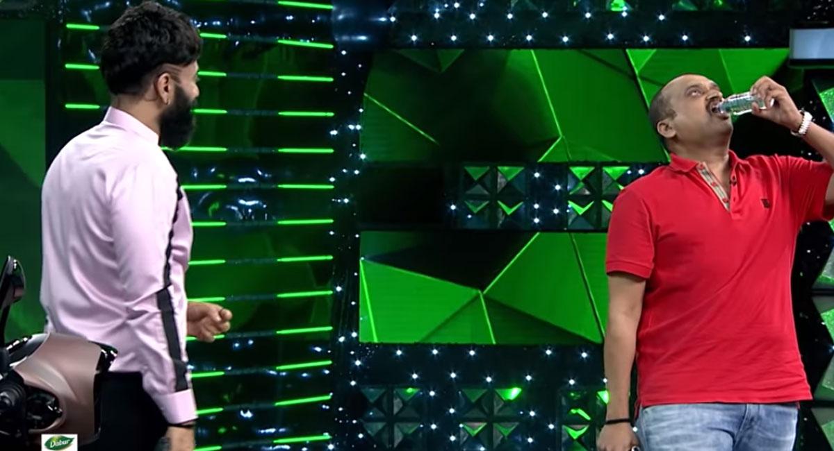 bandla ganesh and anchor ohmkar in sixth sense show